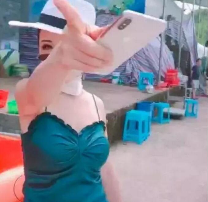 重庆保时捷女司机徐霞老公被调查 真实身份抖音号被人肉出本人照片