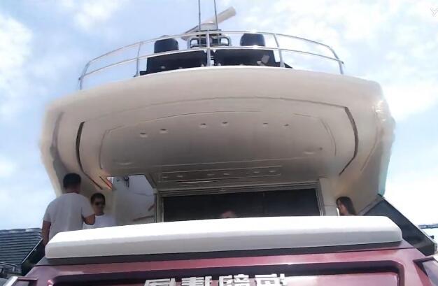 神豪快乐哥三亚私人游艇游玩偶遇赵子龙 爆自己的大哥也来YY了