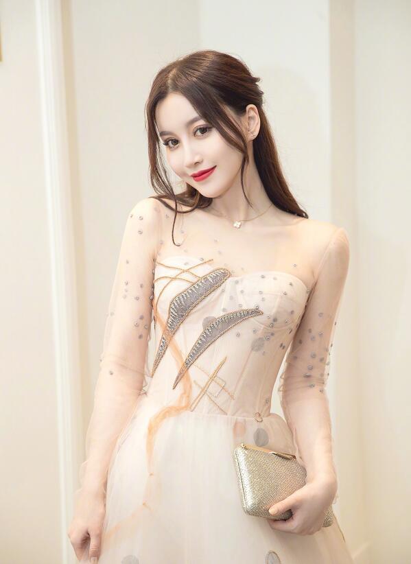 赵梦玥UU最近生活照写真 小妮子越来越美卢本
