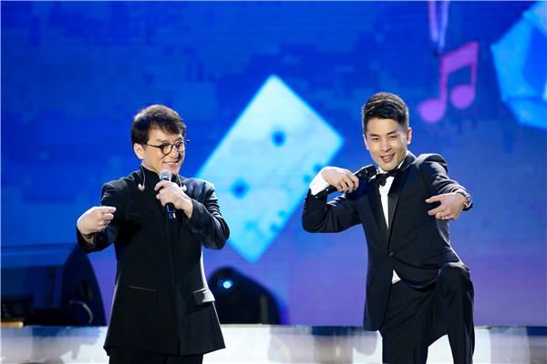 成龙王力宏携辛有志亮相北京奥体818演唱会 闪耀整个奥体的夜空