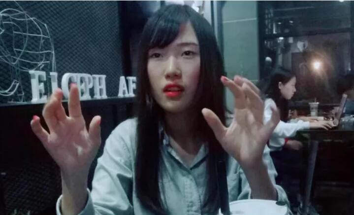 电竞女神腐团儿学生时代素颜照 没有美颜磨皮也是十分的纯真