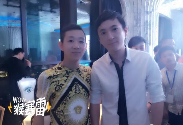 王小源将签约成年哥红袖坊 某外站主播入驻将提升他的人气
