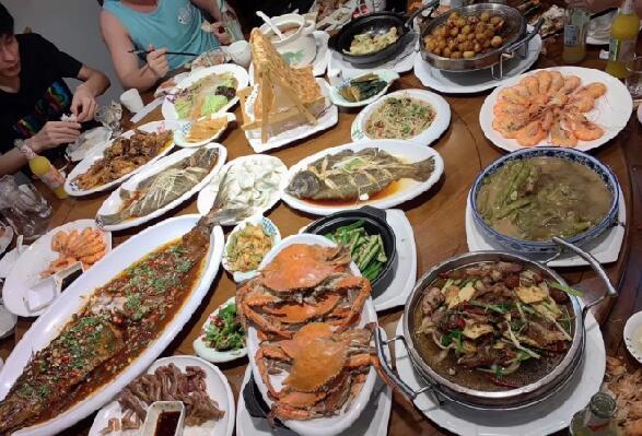 中秋佳节心悦公会OW阿哲宴请管理团队吃海鲜大餐