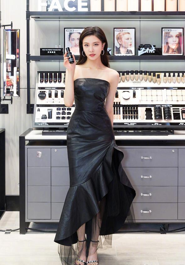 宋妍霏大长腿好身材图片,级纤细的小蛮腰性感十足