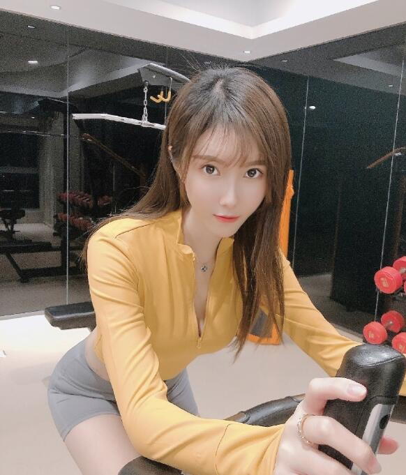 YY小温妮性感高清写真,主播小温妮微博生活照图片套图欣赏
