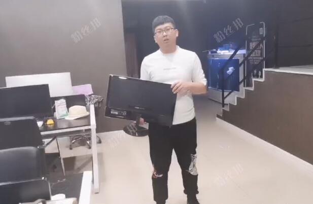 雨轩工作室被砸视频,相亲谈崩员工辞职,索要工资被拒怒砸电脑