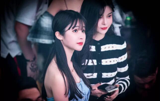 苏恩参加创造营2020了吗,与斗鱼米儿上海酒吧出现,被意外抓拍照片