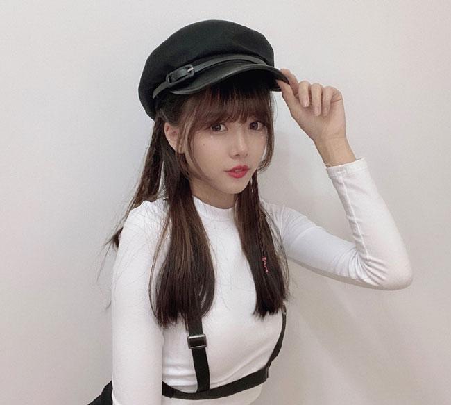 "LPL主持骆歆素颜直播,网友直呼真实,直播内容决定了她""上限"""