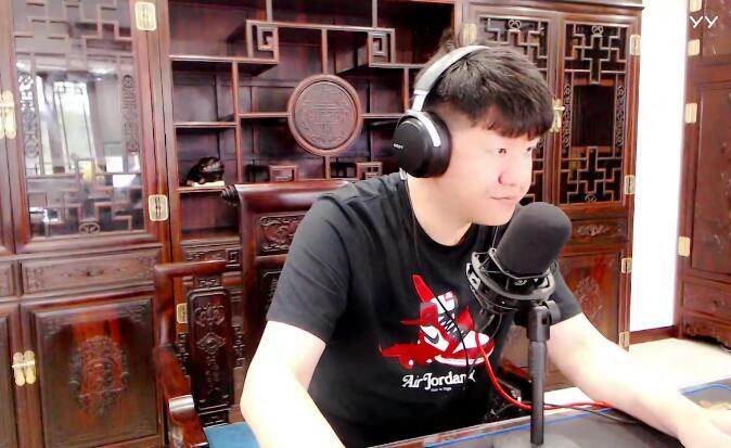舞帝大佛新公司首播,中式红木家具惹人眼,新设备唱出华仔的味道