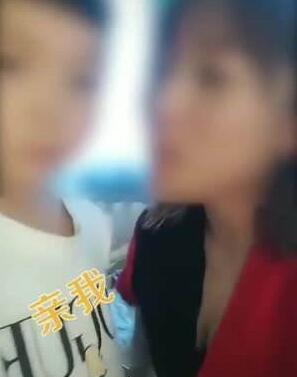 网红幼师亲吻男童事件处置情况,女幼师回应称男童的妈妈并没有责怪她