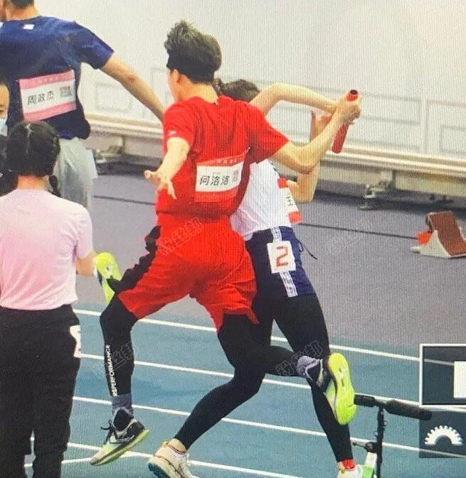 《超新星运动会》王艺瑾与何洛洛交棒失误,发文道歉:真的对不起大家
