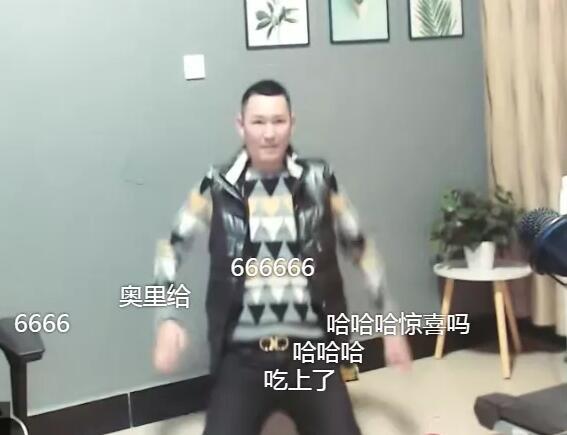 """YY神豪""""姓氏""""(君子哥)豪刷秒榜,心悦主播""""才艺""""感谢,竟直接下跪喊爹"""