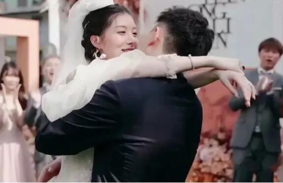 虎牙林真心官宣结婚,老公徐天东是烟雨楼神豪,曾说不直播愿意陪大哥