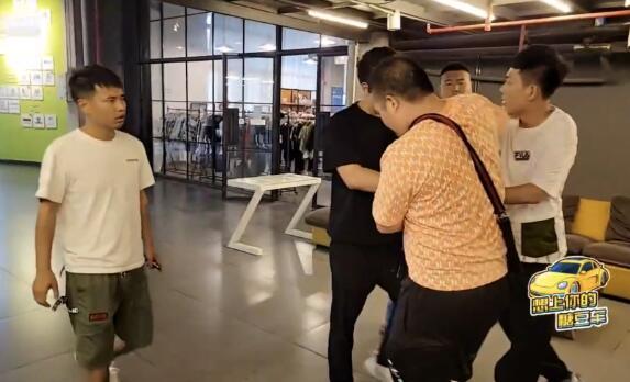 直播间PK发展到现实PK,虎牙集梦志峰文斌在公司打架,最终报警处理