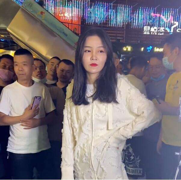 抖音网红惠子素颜照曝光,千万粉丝网红惠子无美颜滤镜素颜照片,很普通的女孩