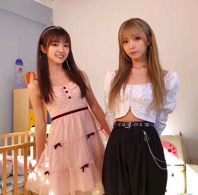 抖音双小吱个人资料简介,双小吱两姐妹是双胞胎吗,微博生活照写真