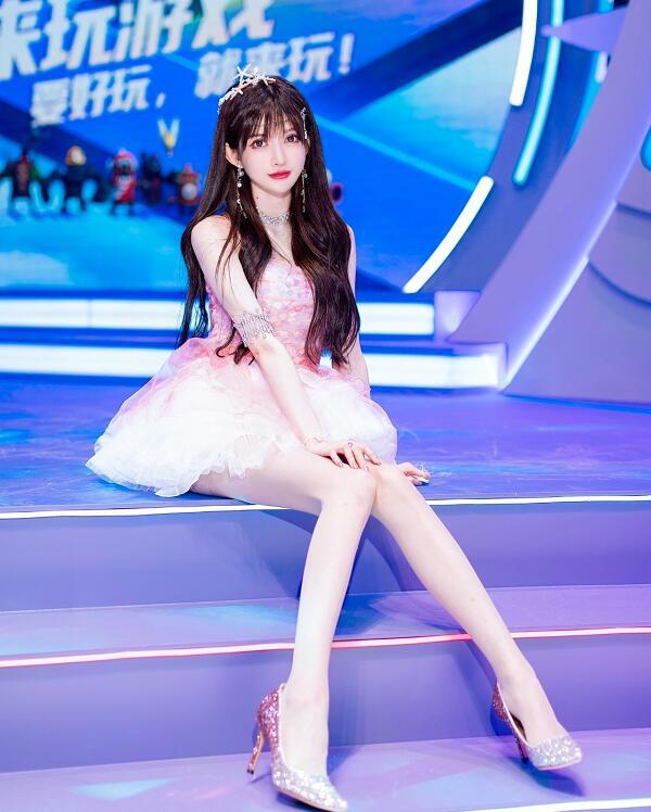 2021Chinajoy长腿美照太吸睛,粉丝欲购买独家写真,王羽杉对暗号回应