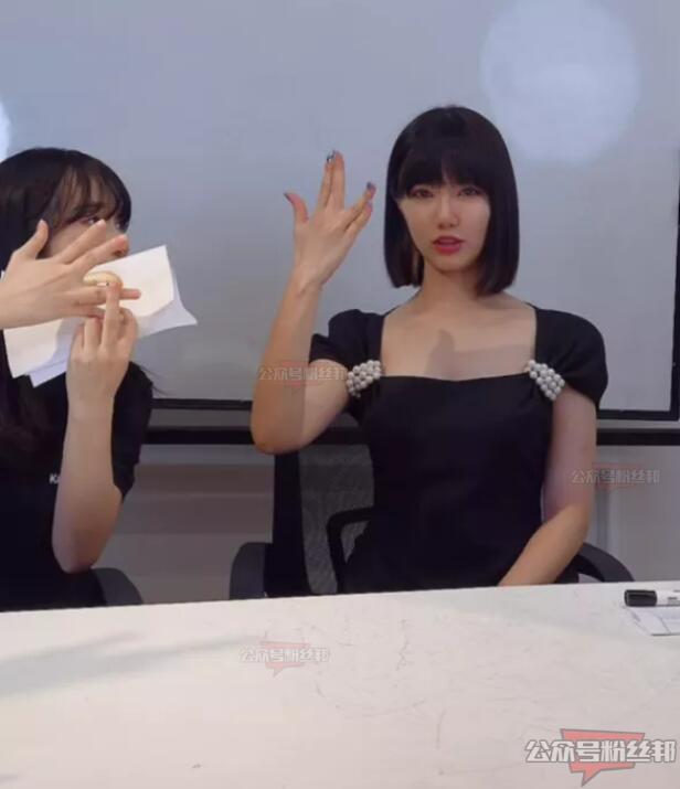 杭州郑女士摘下口罩露脸直播,本人真容的样子很美,郑女士露脸照片视频