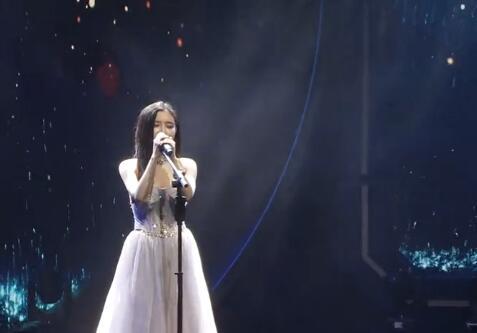 陈一发儿斗鱼盛典演唱新歌《弦上有春秋》白衣长裙安静得像个公主