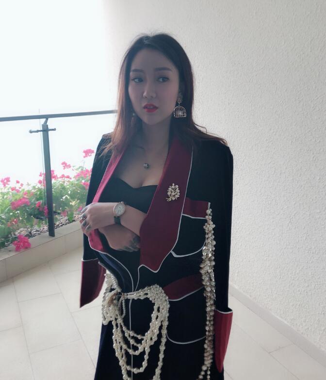 YY刘大美人个人照片相册 哈尔滨女土豪刘大美人微博写真生活照