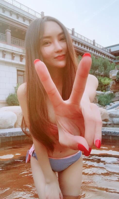 YY安其拉刘茗嫄微博生活照 美女主播安其拉性感写真泳装照片