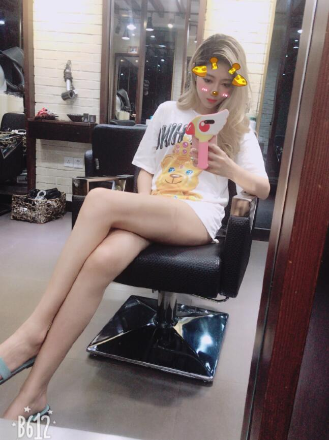 电竞第一美腿成旻云生活照写真 腿王针针微博性感大长腿图片