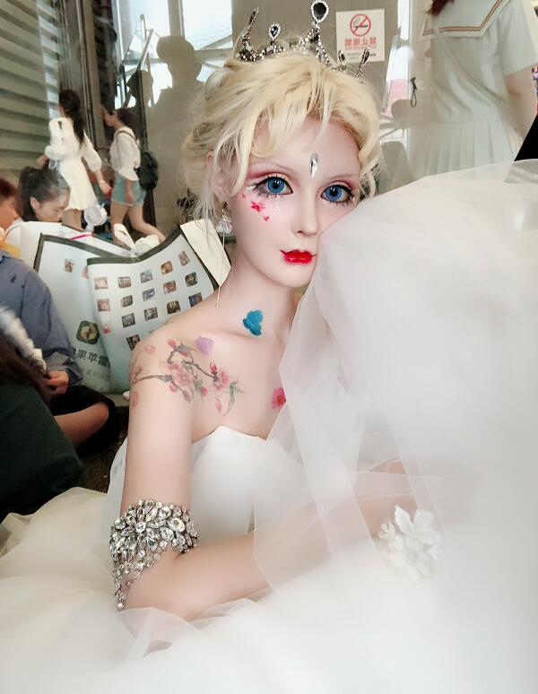真人版芭比娃娃芭比迪丽拉COS图片 芭比迪丽拉